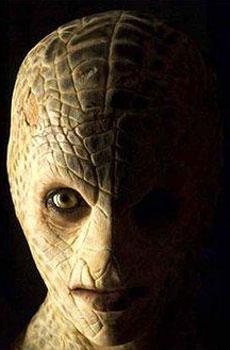 Mallika Sherawat, la foto della donna serpente nel film Hiss